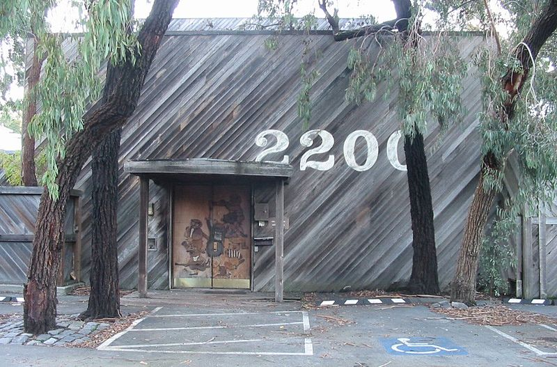 800px-the_plant_-_sausalito_-_front_door_2